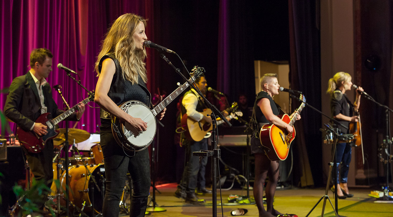 The Dixie Chicks reunite for the first time in three years to honor Mr. Rubin